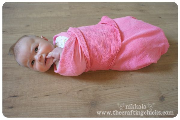 DIY Muslin Swaddle Blankets by thecraftingchicks.com .Perfect for our summer Texas baby.