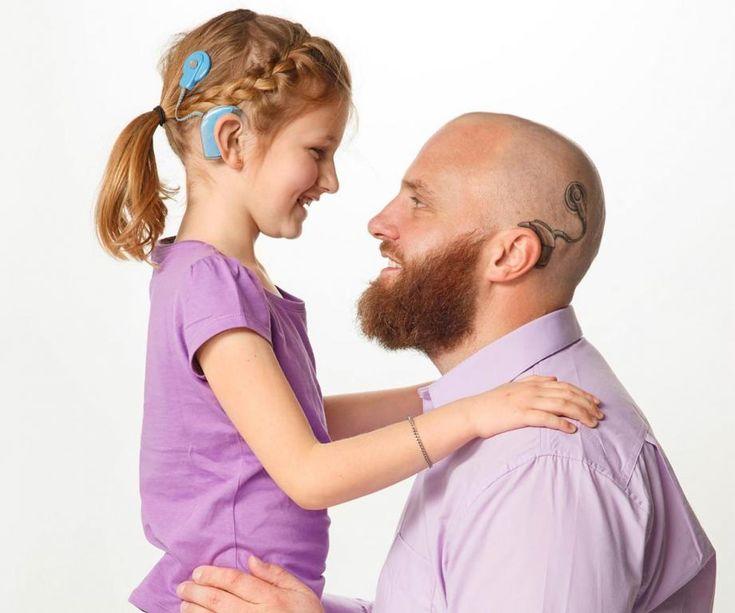 Gestul pe care l-a făcut un tată pentru fiica lui înainte de al doilea implant cohlear. Poveste motivațională.
