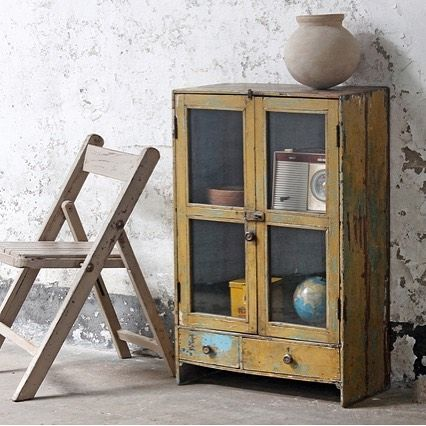 This yellow display cabinet is just right for Autumn decor  #scaramanga #vintageshop #vintagestyle #interiors #interiors4all #interiorstyle #interiorsinspo #shabbychic #rustic #painted #furniture #furnitureonline #yellow #boho