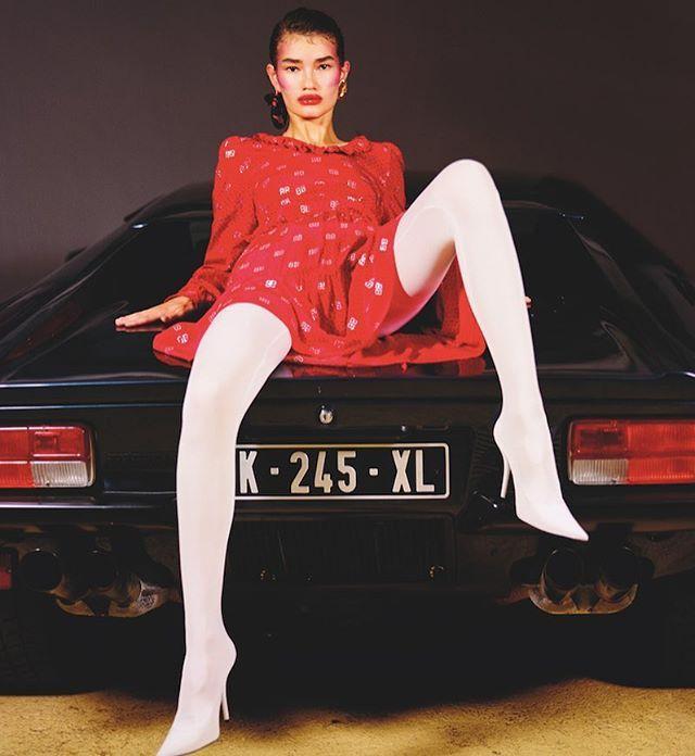 How to ride a car properly? In #Balenciaga Колекції Демни Ґвасаліі для @balenciaga сучасність як вона є. Прагматичні та провокаційні вони розповідають про передчуття нового світу який ми поки не можемо собі уявити. Більше про #Balenciaga читайте в #VogueUA #septemberissue Photo: @alicerosatistudio Style: @juliepelipas Text: @anastasiia_fedorova Model: Sveta Black Location: @elevencars #style #fashion #brand #trend #demnagvasalia @demnagvasalia via VOGUE UKRAINE MAGAZINE OFFICIAL INSTAGRAM…