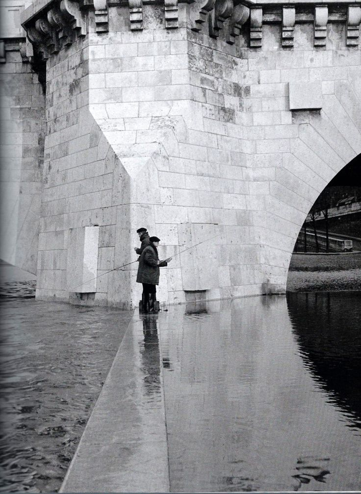 Robert Doisneau (1912 - 1994) - Pont de la Tournelle, Paris, 1951