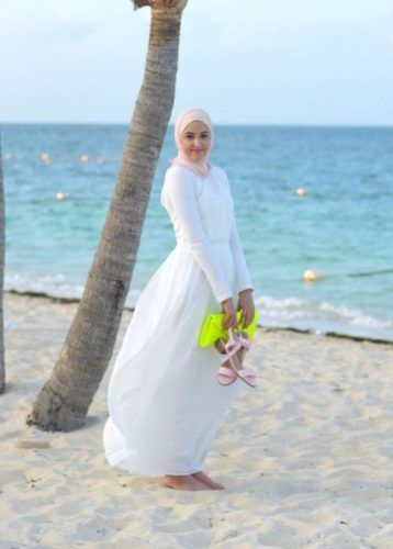 white maxi dress beach style- New street looks by Leena Asaad http://www.justtrendygirls.com/new-street-looks-by-leena-asaad/