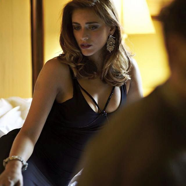 Bellissima foto di Miriam Leone . L'attrice in Tv in prima serata su Raitre con 'Non uccidere'.