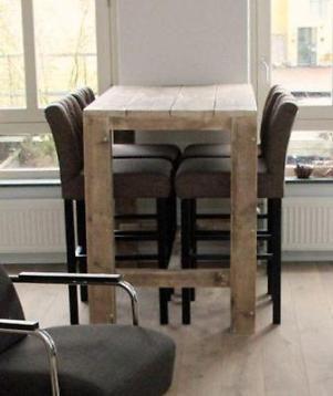 Steigerhouten bartafel hoge tafel statafel met krukken met een stel leuke krukken is deze steigerhouten bartafel beslist een trend. Gebaseerd op onze succestafel dirk maar dan 110cm hoog. De tafel in