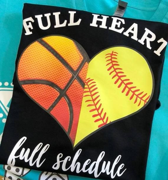 Full Heart Full Schedlue Basketball und Softball – Weiches T-Shirt   – Basement playroom