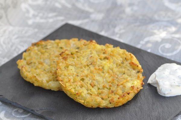 Voici une recette très simple de petites galettes de pommes de terre qui pourront accompagner un plat en sauce ou être dégustées en plat principal avec une petite sauce aux herbes et une bonne salade verte. J'aime cuire mes galettes au four car cela m'évite...
