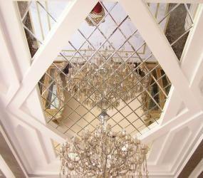 Зеркальное панно с фацетом на потолок