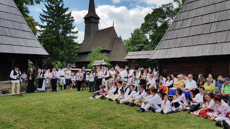 EXCLUSIV. Românii din Covasna și Harghita, ÎMPIEDICAȚI să intre cu DRAPELUL ROMÂNIEI în Muzeul Satului din București