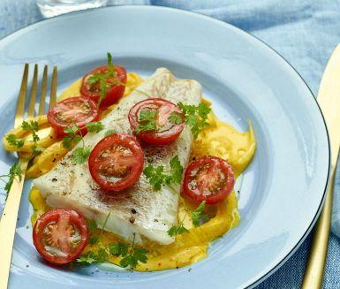 Kvällens middag är en lättlagad ugnsgratinerad torsk som serveras med en ljuvlig och krämig provencalsk sås på fänkål, saffran, crème fraiche och vitlök. Som fransmännen säger: bon appétit!