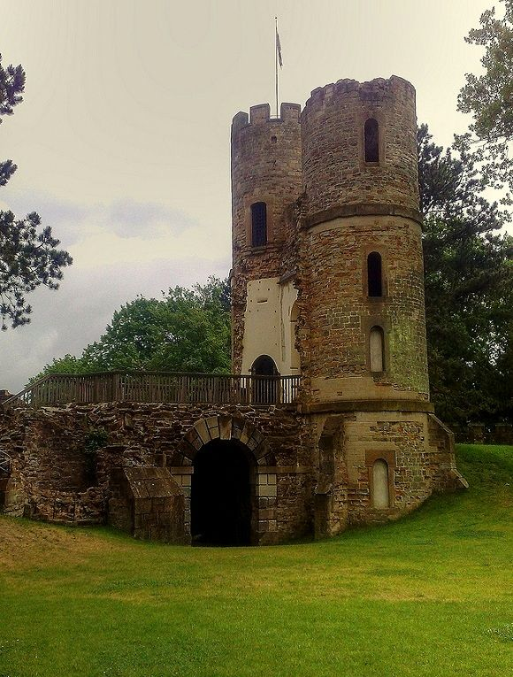 Stainborough Castle Folly Wentworth Castle, Barnsley, Yorkshire, England ( by woodytyke on Flickr)