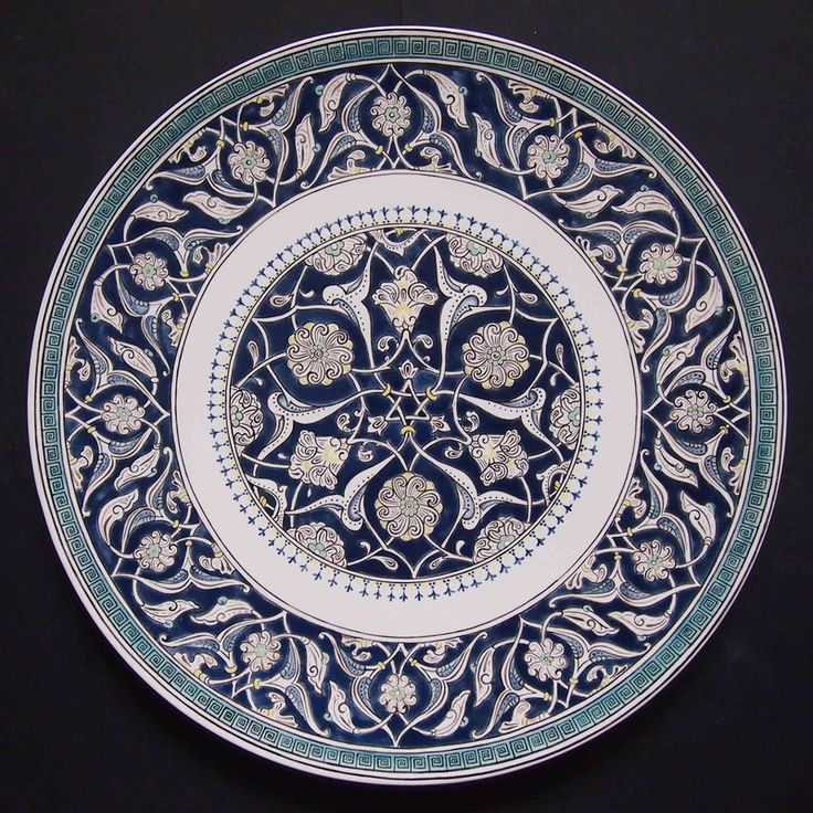 Handmade, handpainted with underglazes. Inspired by a design of an Iznik dish