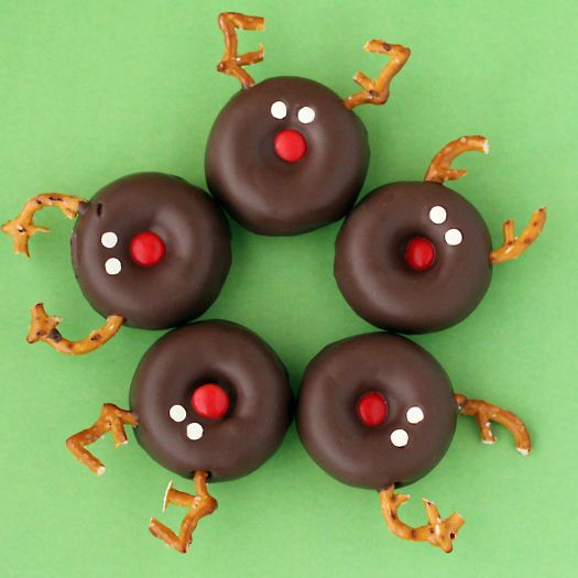 Of course, I took the easy way out and just purchased a bag of oh so awful for you chocolate donuts {I told myself it was OK, it's the holidays}.    I just popped some M's in for the nose and pretzels for the ears, white frosting eyes and donzo!  No baking required!