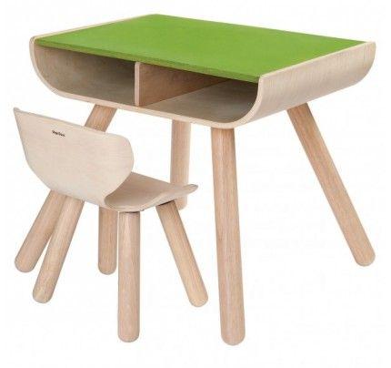 Flot og prisvindende bord og stol i bæredygtigt træ, som børnene kan tagen på med kridt :-) #bord #stol #plantoys #bæredygtighed #børn #design