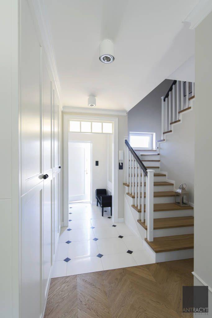 Wiatrołap, korytarz, schody (do Antracyt)