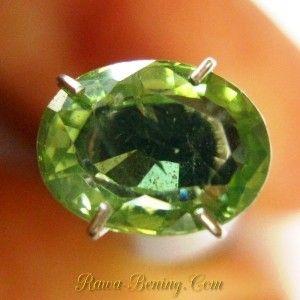 Jenis Batu Mulia Yellowish Green Zircon 1.73 carat