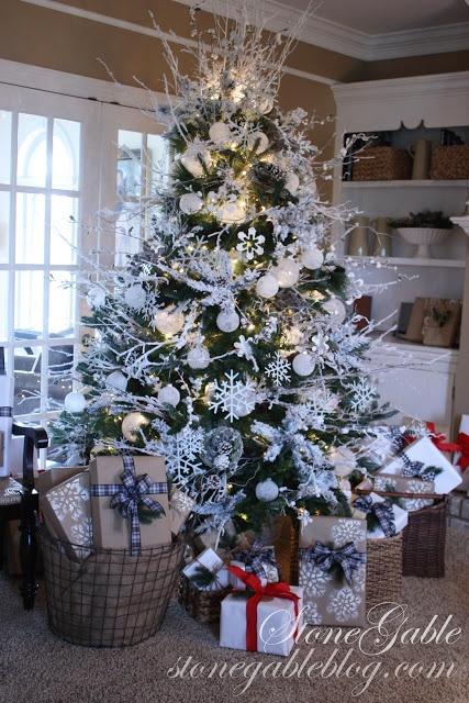 Un árbol de Navidad bonito siempre trae muchos regalos. StoneGable: SNOWFLAKE CHRISTMAS TREE