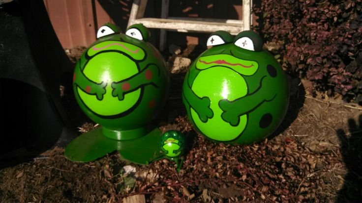 Frog Bowling Balls Eyes Made Out Of Old Cue Balls Cut In