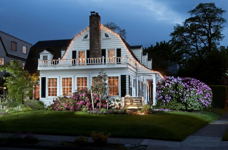 Architecture   Dutch-Colonial style - Harrison House Bed & Breakfast  located in Corvallis, OR.