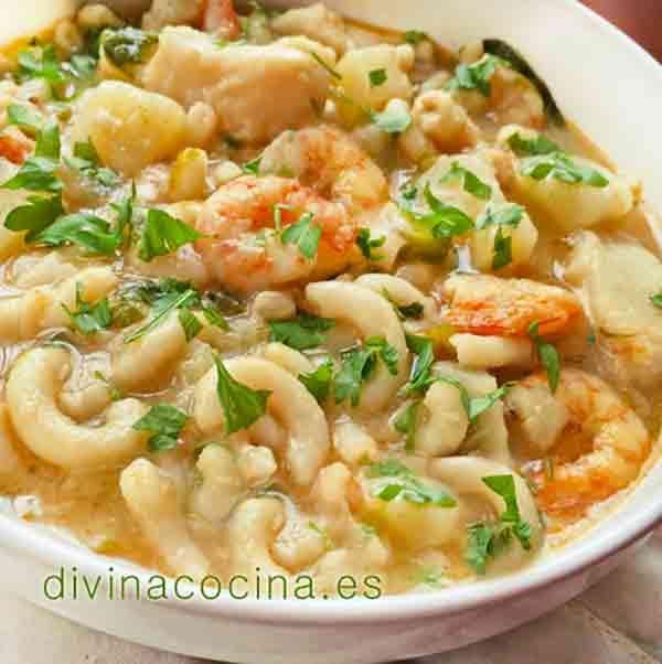 Divina receta de Cazuela marinera con los ingredientes más naturales y sencillos. Receta de cocina fácil de preparar para sorprender a tus comensales.