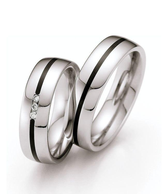Silber glänzend, robust und modern. Passende Eheringe für Großstadtmenschen wie auch Paare vom Lande. Die Bombierung sorgt für ein angenehmes Tragegefühl am Finger.