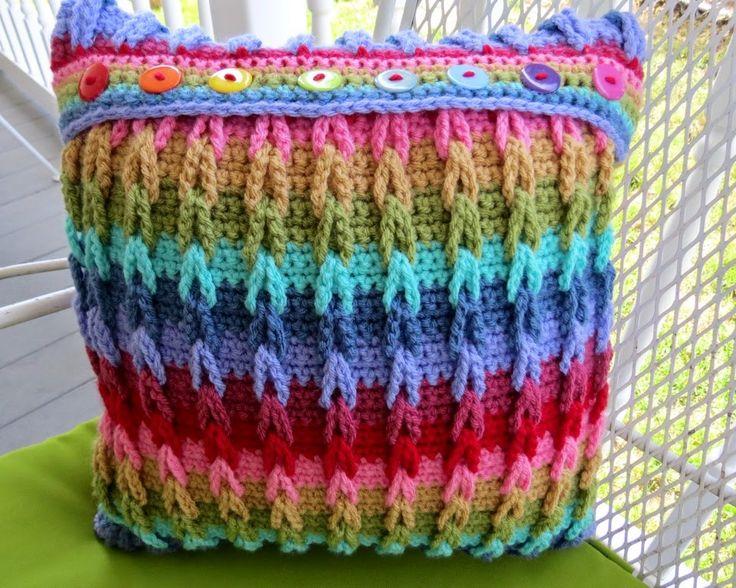 Sweet Bee Buzzings: Crochet Tutorial: Interlocking Loops free pattern and photo tutorial   ༺✿Teresa Restegui http://www.pinterest.com/teretegui/✿༻