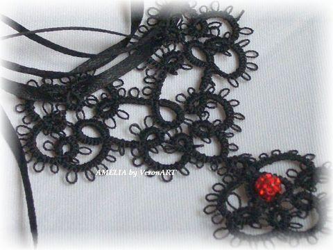 Amélia fekete hajócsipke medálos nyaklánc piros gyönggyel, horgolt medállal, Ékszer, óra, Esküvő, Nyaklánc, Esküvői ékszer, Meska