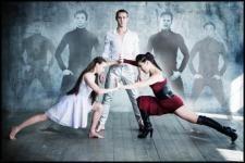 Az innovatív színházi bemutató ötvözi egy elsőrangú rock koncert és egy orosz klasszikus balett előadás hangulatát. A táncot a fiatal és igen tehetséges koreográfus, Stas Tsoy csoportja szolgáltatja, a zenét, mely új perspektívába helyezi a kortárs elemeket is felvonultató klasszikus orosz koreográfiát, a Heavy Relax Project szolgáltatja.