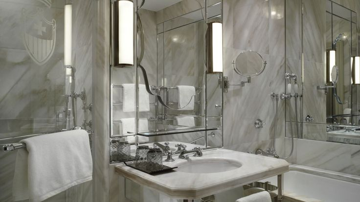 The large en-suite bathrooms in the finest polished marble from Italy and Croatia in<strong> Giglio Prestige rooms</strong>, feature dual vanities, a bath for soaking and separate walk-in shower, plush bathrobes, and Signature Acqua di Parma bath amenities.