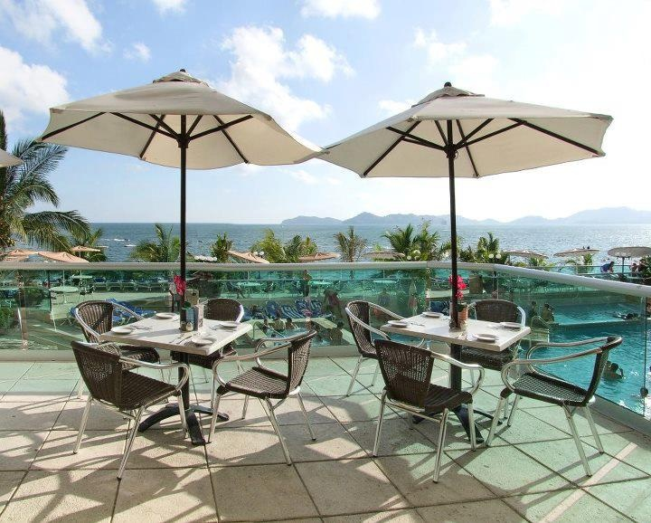 Disfruta de la hermosa vista de la bahía mientras desayunas en el Restaurante Acuario del Hotel ...  buen provecho!!