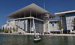 В минувший уикенд в греческой столице состоялось официальное открытие нового здания Афинского культурного центра, в котором разместилась Государственная опера и Национальная библиотека. До конца этого года должен быть завершён переезд обоих учреждений в нов�