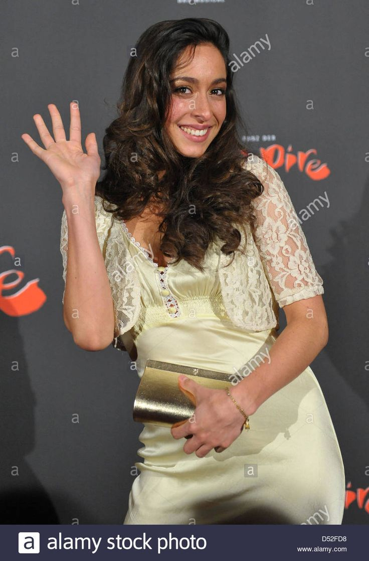 Download this stock image: Actress Oona Chaplin, granddaughter of Charlie Chaplin, arrives at the premiere of the musical 'Dance of the Vampires' in Stuttgart, Germany, 25 February 2010. Photo: Uwe Ansbach - D52FD8 from Alamy's library of millions of high resolution stock photos, illustrations and vectors.