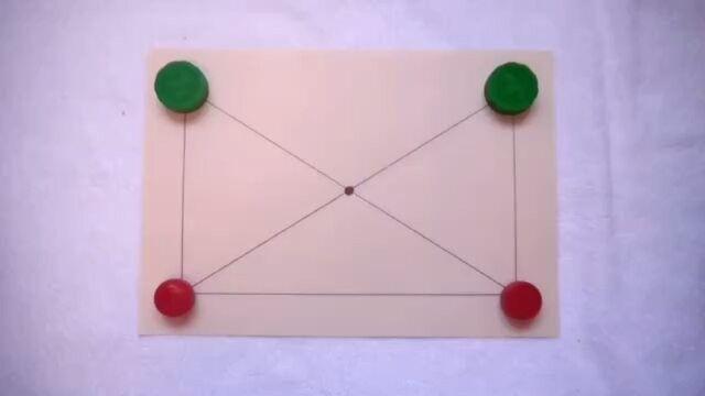 """Всем привет. Сегодня в рубрике #kids_science_lab_игры логическая игра от @lovekeed. 🔹🔸🔹🔸🔹🔸🔹🔸🔹🔸🔹🔸🔹🔸 Супер игра """"Поймай меня"""" 3+ Очень лёгкая в исполнении игра👌 🌱Нарисуйте на листе рисунок как на видео 🌱Отметьте жирными точками места для ходов 🌱Возьмите крышки: 2 пары разных цветов 🌱Правила просты: нужно закрыть противника так, чтобы у него не осталось места для следующего хода👍 На видео Самир сначала выиграл папу, а потом наоборот😊 Игра подходит и для детей и для…"""