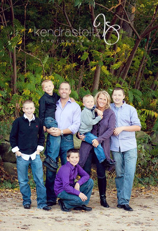 Large Family Poses | Family of 7 photography poses    www.kendrastoltzphotography.com | Madison, WI