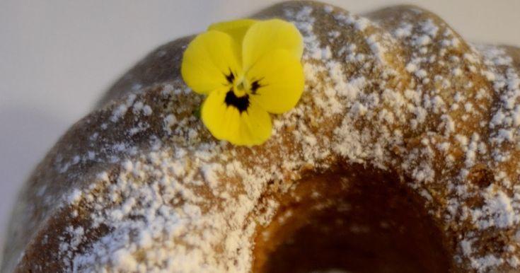 Jääkaapistä löytyi päiväysmennyt kuohukermapurkki, siitä vaan moulinex töihin ja kyllä tuli hyvä kakku. ...