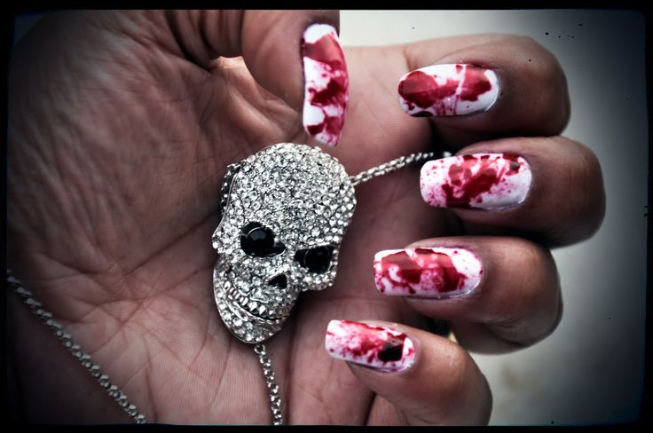 Unghie insanguinate #halloween #bloodsplatter #vampiro