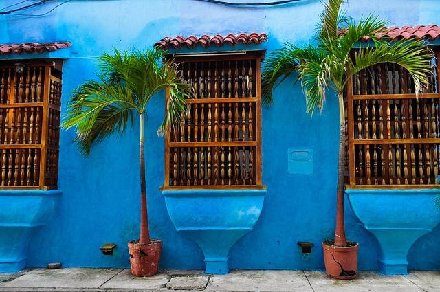 Azul - Blue in Cartagena, Colombia. Photo by nando banquez.