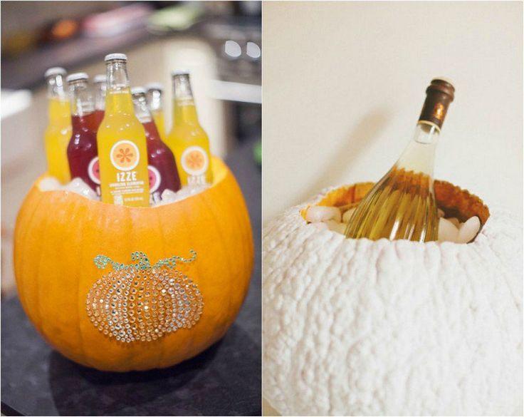 des citrouilles transformées en refroidisseurs pour boissons décorés de paillettes et peinture blanche
