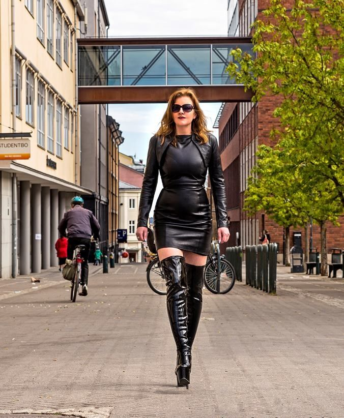 femme domina cougar et jeunot