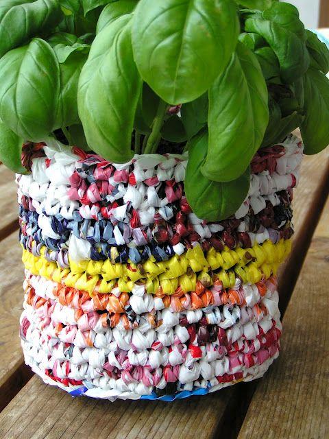 DIY upcycled plastic bag planter | DIY | Pinterest