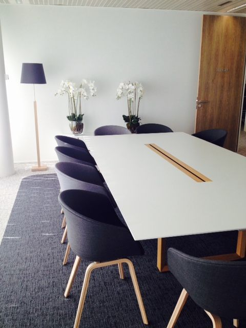 I like the homely feel of this meeting room https://www.facebook.com/shorthaircutstyles/posts/1761673600789746