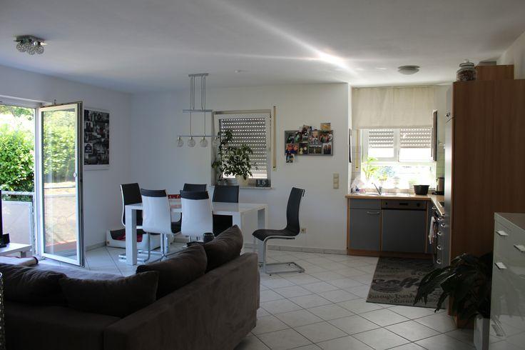 Neuwertige Wohnung in Malsch: offene Küche mit Wohn-Essbereich