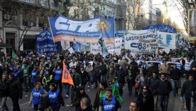 LA CORRIENTE FEDERAL Y LA CTA SE MOVILIZAN CONTRA EL TARIFAZO MACRISTA      La Corriente Federal y la CTA se movilizan contra el tarifazo macristaLa Corriente Federal de Trabajadores (CFT) liderada por Sergio Palazzo y la Central de los Trabajadores Argentinos (CTA) de Hugo Yasky ratificaron la movilización del día 16 hacia la Usina del Arte en ocasión de la audiencia pública por la tarifa del gas y reclamaron a las centrales obreras una gran huelga general. En conferencia de prensa…