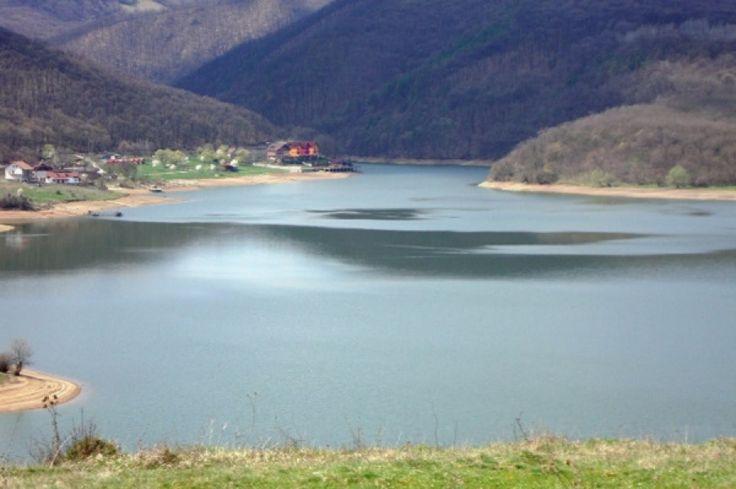 Lacul Cinciș, cel bântuit de legende http://www.antenasatelor.ro/rom%C3%A2nia-misterioas%C4%83/3563-lacul-cinci%C8%99,-cel-bantuit-de-legende.html