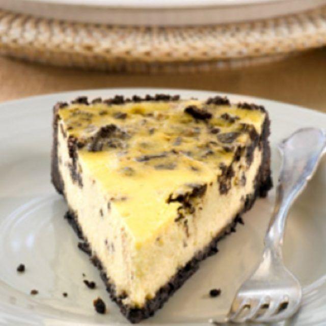 Oreo juustokakku uunissa: https://www.keksihylly.fi/reseptit/oreo-juustokakku-uunissa/