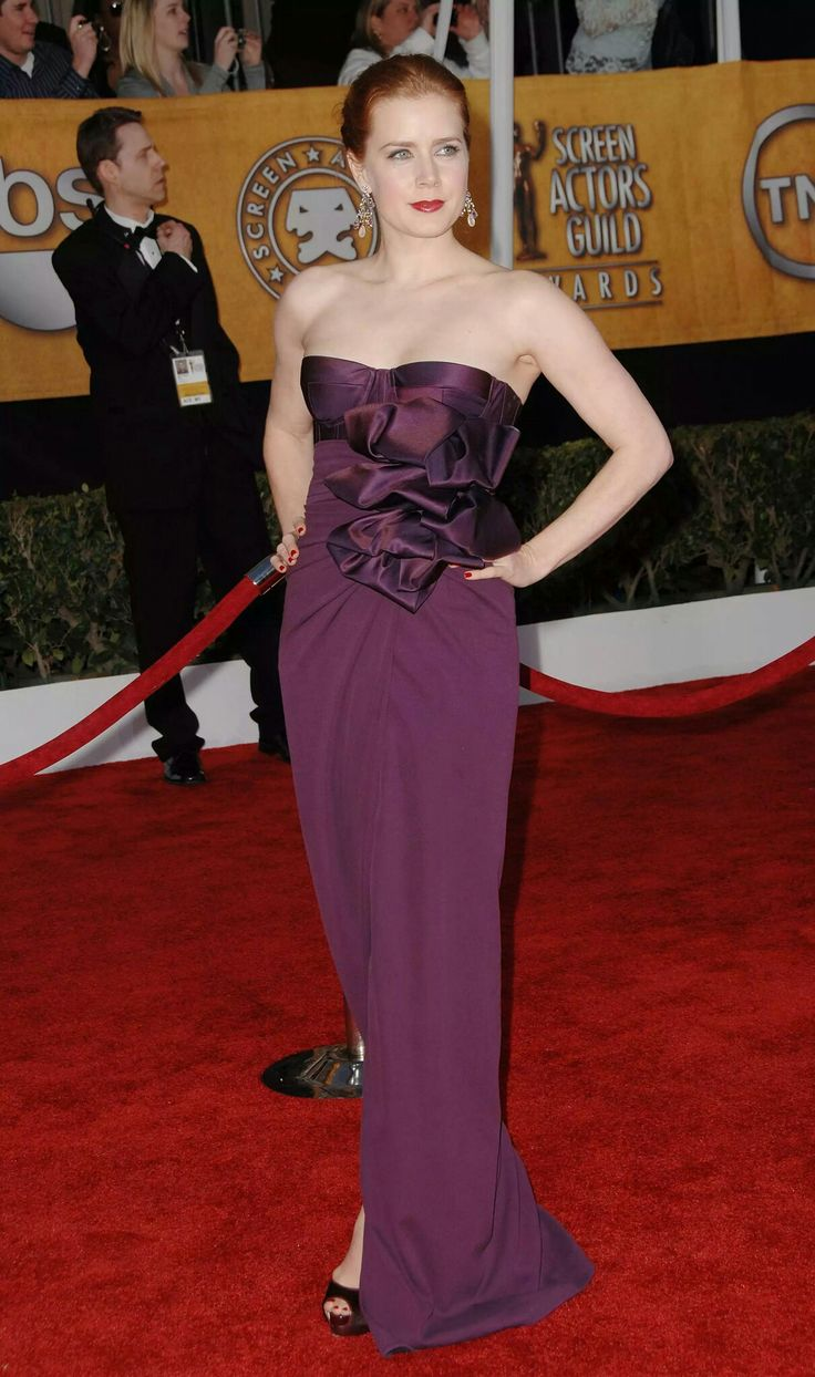 Amy Adams also stole the show in 2009, rocking a burgundy Giambattista Valli confection with a sexy corseted bodice, ruffle detailing and a tulip skirt.