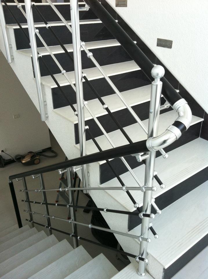 Özel Tasarım 3 Yatay şeritli merdiven