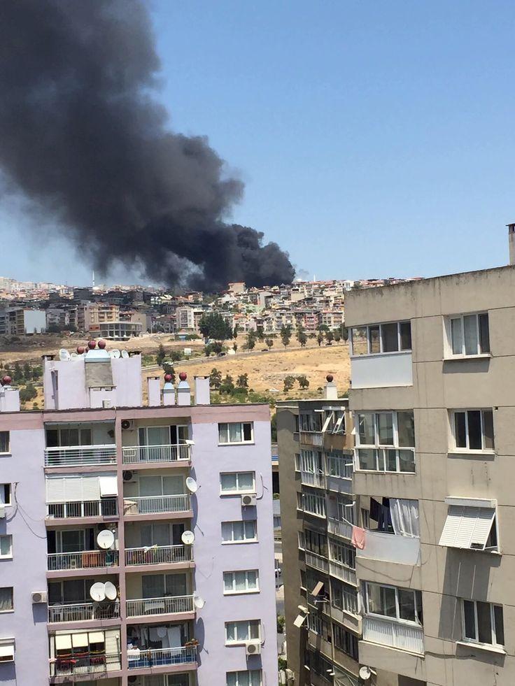 İzmir'de korkutan siyah duman - Çınar Haber Ajansı