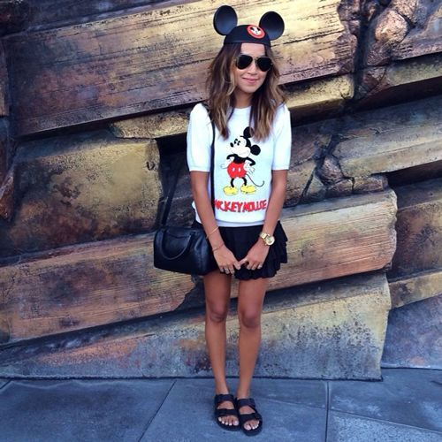 What People REALLY Wear To The Happiest Place On Earth #refinery29  http://www.refinery29.com/disney-world-outfits#slide-6  Julie Sarinana of Sincerely Jules wants the world to know that she is a Mickey fan.