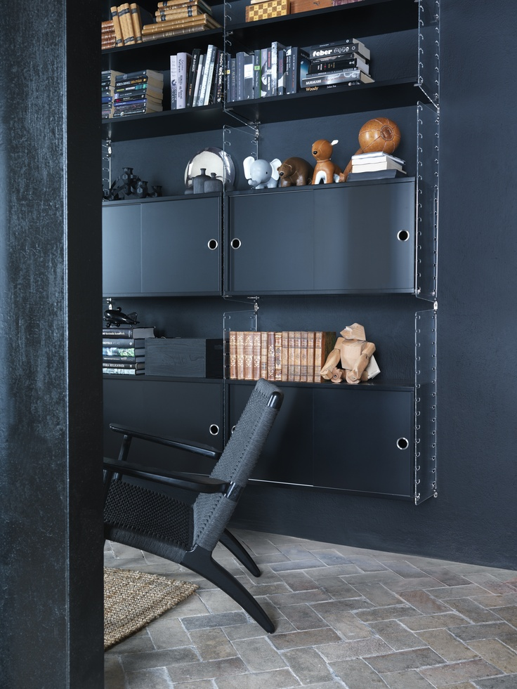 String Plex, shelves and cabinets in black, photo Petra Bindel.