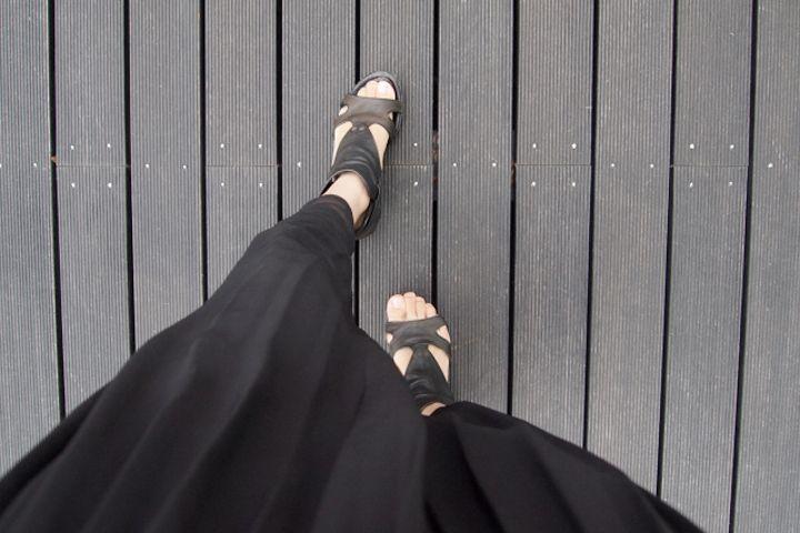 Must buy:スカートみたいにかわいい、スカートより履きやすい「プリーツパンツ」特集   レディースファッション界は、昨年から引き続き依然としてワイドパンツ旋風真っ只中!一口にワイドパンツと言えど、ガウチョ、スカンツ、スカーチョetc.…その中から数々のブーム・用語が生まれています。    そしてこの秋冬、ワイドパンツで最もホットなカテゴリーとして注目されているのが「プリーツパンツ」。よりスカートっぽく、レディライクに着られるうえ、パンツの動きやすい、そしてコーディネート...